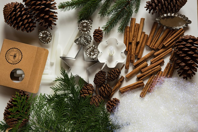 Pinecones, candles, Christmas tree